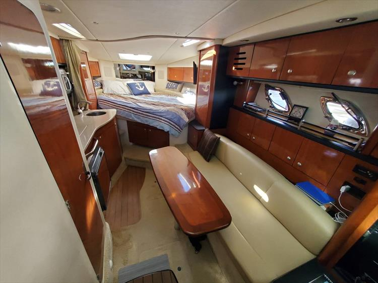 Photo 19 of 36 - 2007 Sea Ray 310 Sundancer for sale