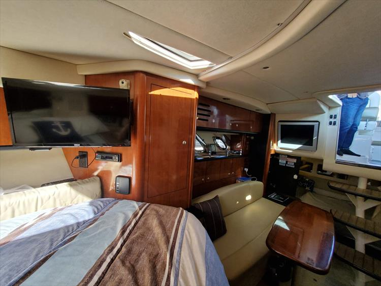 Photo 21 of 36 - 2007 Sea Ray 310 Sundancer for sale