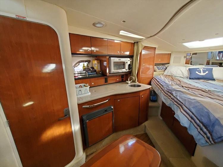 Photo 23 of 36 - 2007 Sea Ray 310 Sundancer for sale
