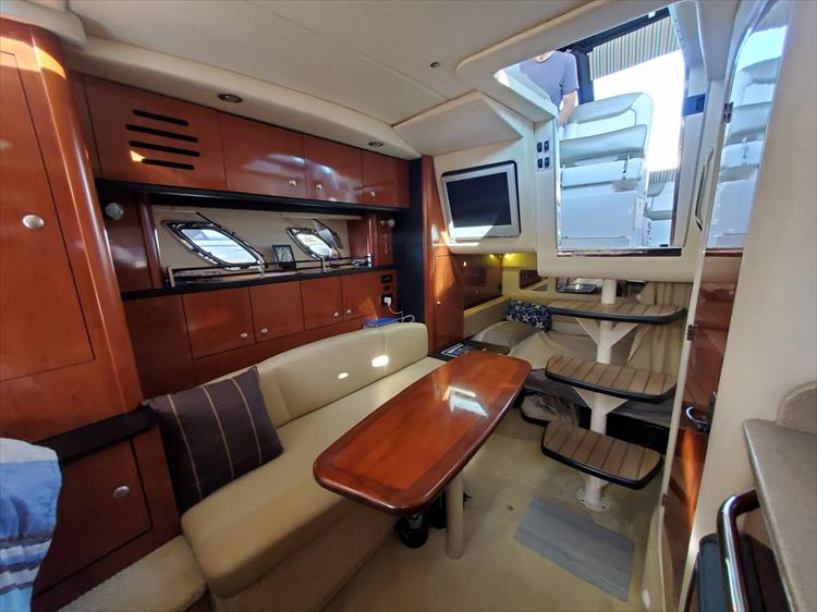 Photo 25 of 36 - 2007 Sea Ray 310 Sundancer for sale