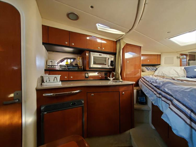 Photo 26 of 36 - 2007 Sea Ray 310 Sundancer for sale
