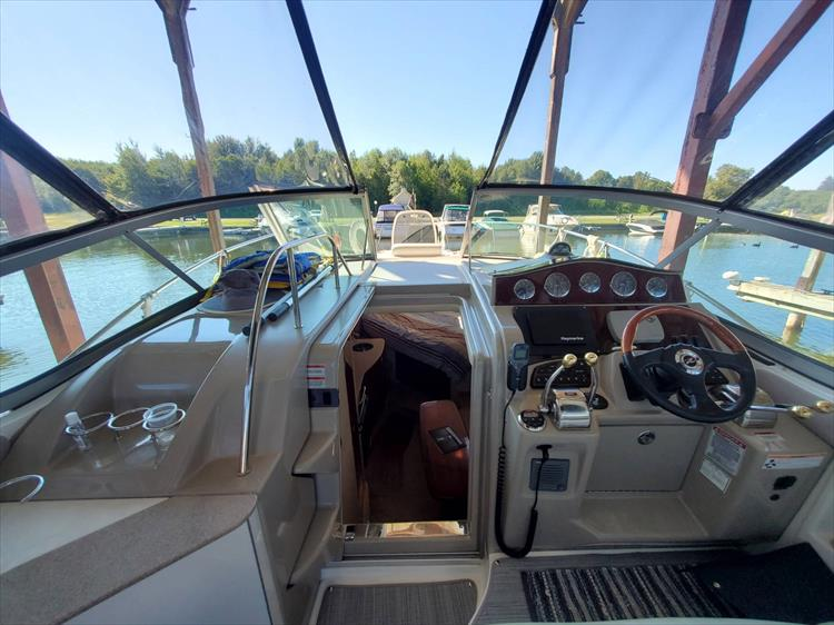 Photo 31 of 36 - 2007 Sea Ray 310 Sundancer for sale