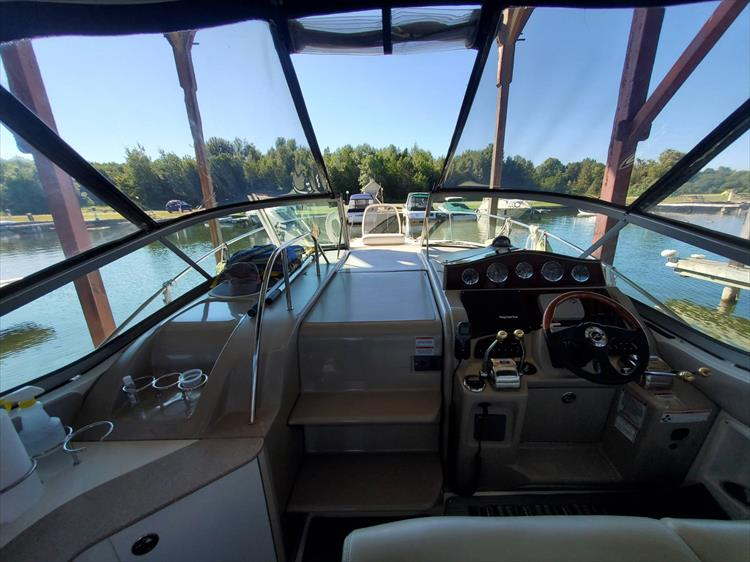 Photo 32 of 36 - 2007 Sea Ray 310 Sundancer for sale