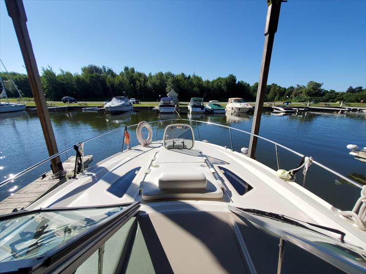 Photo 33 of 36 - 2007 Sea Ray 310 Sundancer for sale