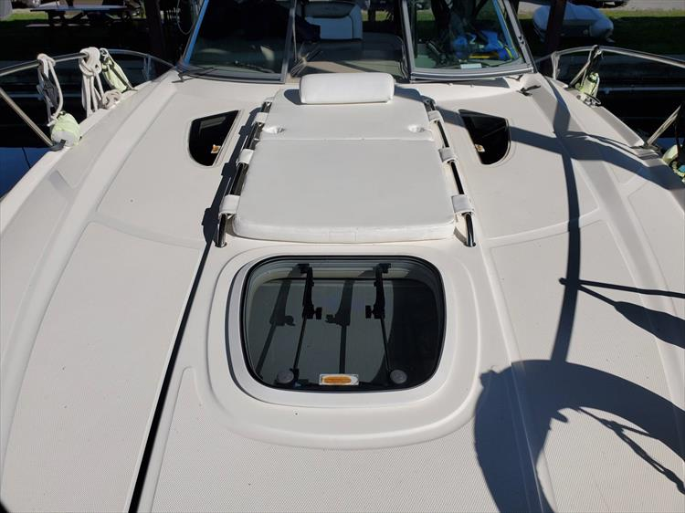 Photo 34 of 36 - 2007 Sea Ray 310 Sundancer for sale