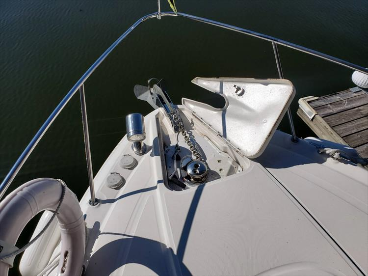 Photo 35 of 36 - 2007 Sea Ray 310 Sundancer for sale