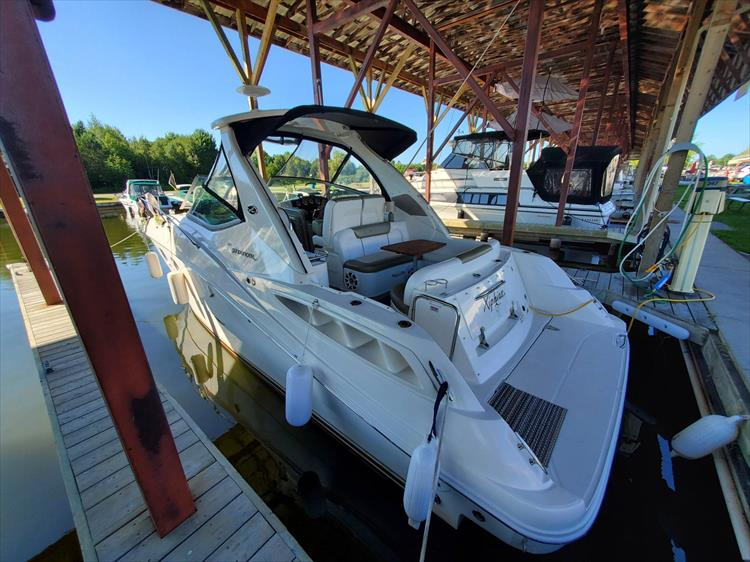 Photo 4 of 36 - 2007 Sea Ray 310 Sundancer for sale
