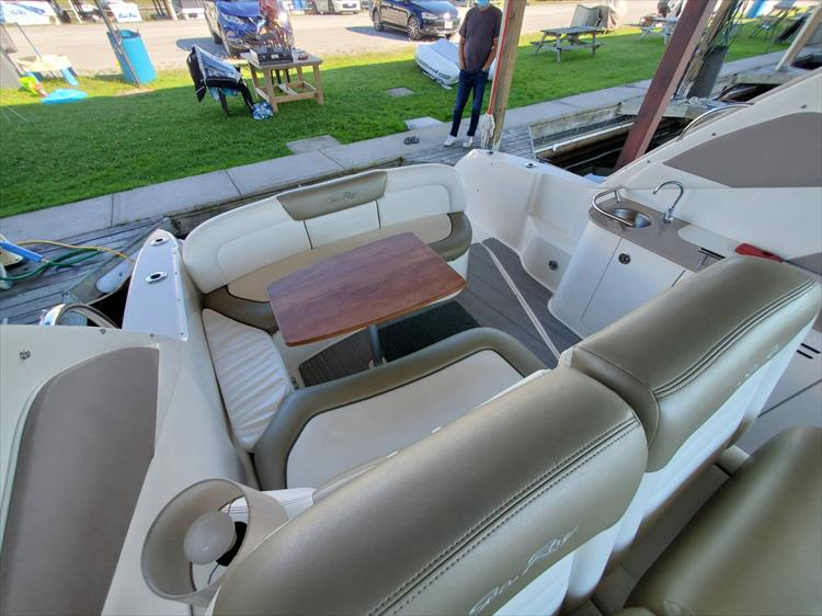Photo 8 of 36 - 2007 Sea Ray 310 Sundancer for sale