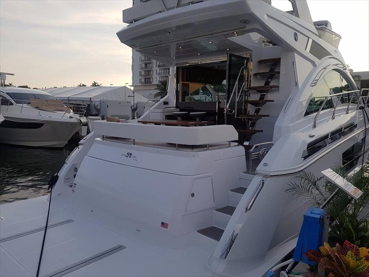 Photo 2 of 44 - 2020 Cruisers Yachts 54 Cantius FLY for sale
