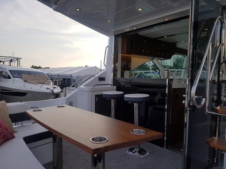 Photo 4 of 44 - 2020 Cruisers Yachts 54 Cantius FLY for sale