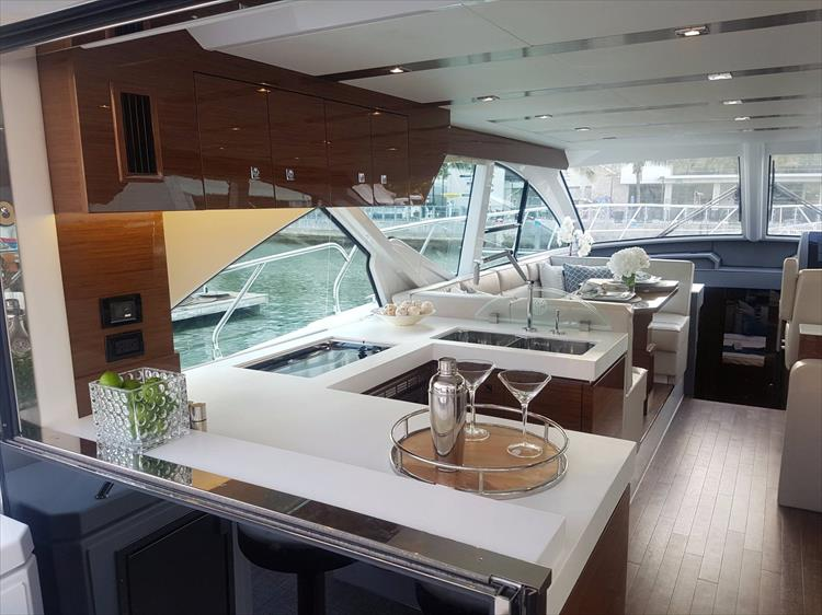 Photo 7 of 44 - 2020 Cruisers Yachts 54 Cantius FLY for sale