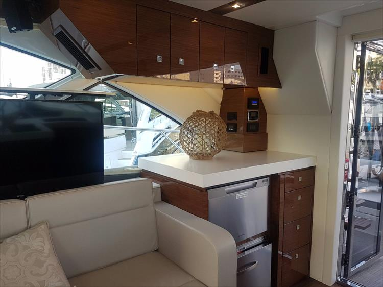 Photo 11 of 44 - 2020 Cruisers Yachts 54 Cantius FLY for sale