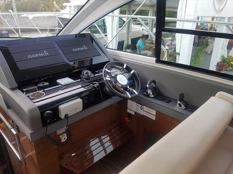 Photo 15 of 44 - 2020 Cruisers Yachts 54 Cantius FLY for sale