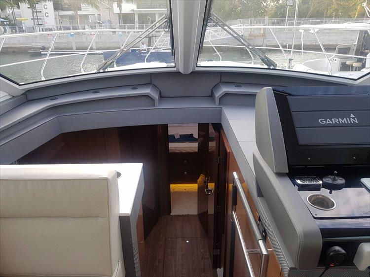Photo 16 of 44 - 2020 Cruisers Yachts 54 Cantius FLY for sale