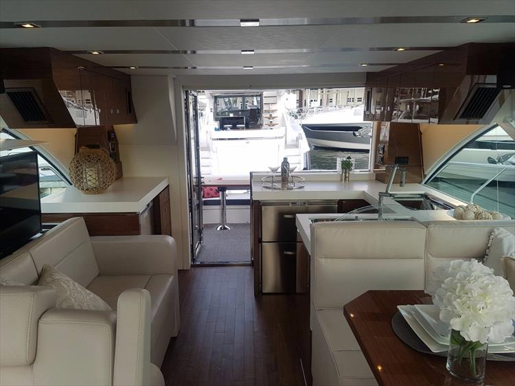 Photo 17 of 44 - 2020 Cruisers Yachts 54 Cantius FLY for sale