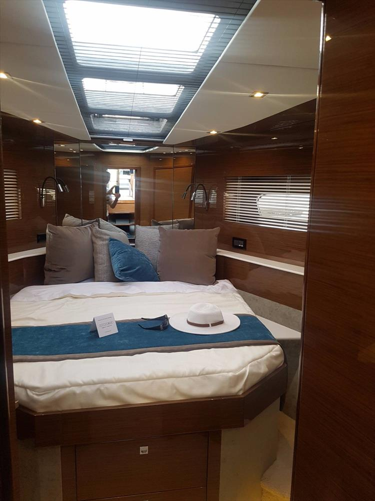 Photo 24 of 44 - 2020 Cruisers Yachts 54 Cantius FLY for sale