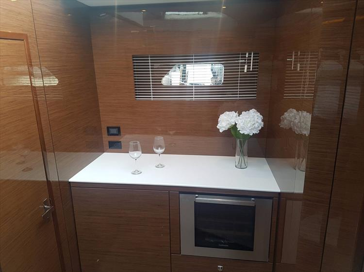 Photo 33 of 44 - 2020 Cruisers Yachts 54 Cantius FLY for sale