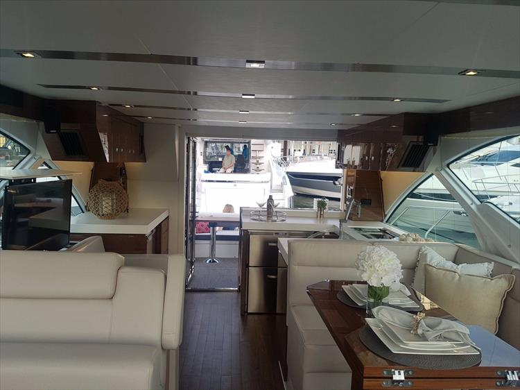 Photo 35 of 44 - 2020 Cruisers Yachts 54 Cantius FLY for sale
