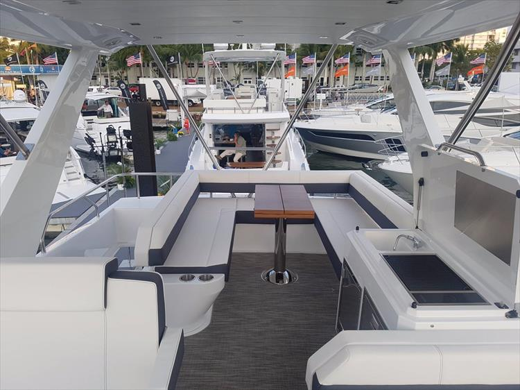 Photo 37 of 44 - 2020 Cruisers Yachts 54 Cantius FLY for sale