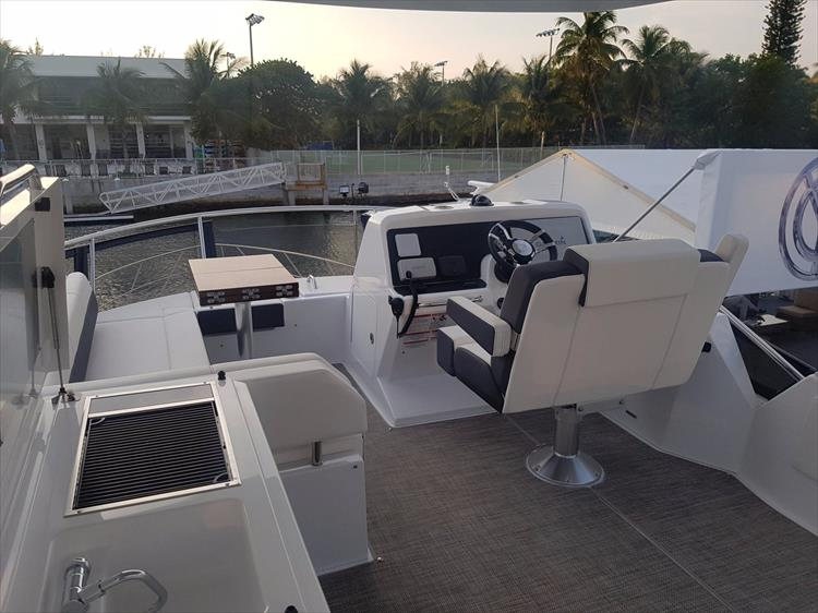 Photo 39 of 44 - 2020 Cruisers Yachts 54 Cantius FLY for sale