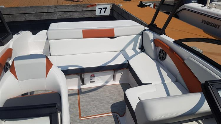 Photo 13 of 34 - 2018 Regal 1900 Surf for sale