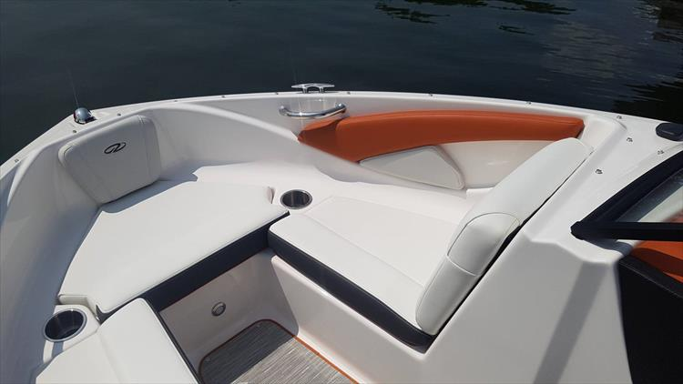 Photo 15 of 34 - 2018 Regal 1900 Surf for sale
