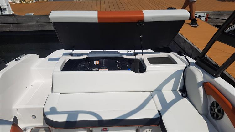 Photo 21 of 34 - 2018 Regal 1900 Surf for sale