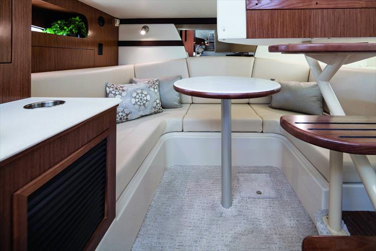 Photo 5 of 5 - 2020 Cruisers Yachts 35 Express for sale
