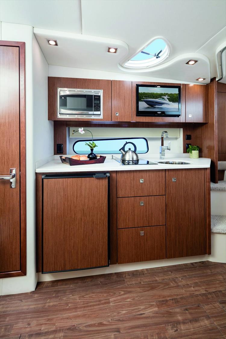 Photo 4 of 5 - 2020 Cruisers Yachts 35 Express for sale