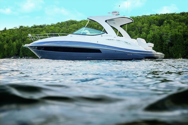Photo 2 of 5 - 2020 Cruisers Yachts 35 Express for sale