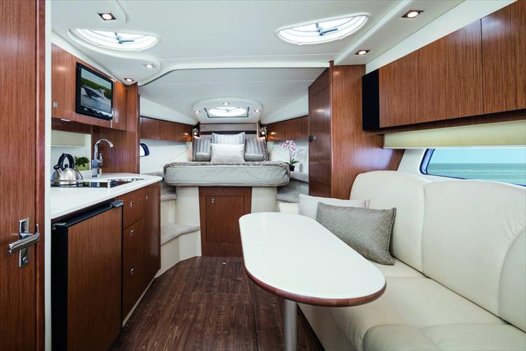 Photo 3 of 5 - 2020 Cruisers Yachts 35 Express for sale