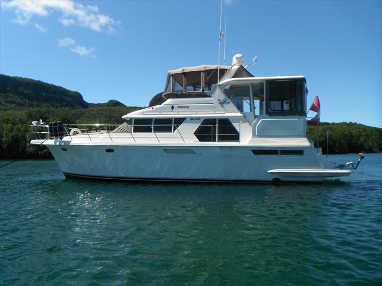 Photo 4 of 70 - 1997 Carver 445 Aft Cabin Motor Yacht for sale