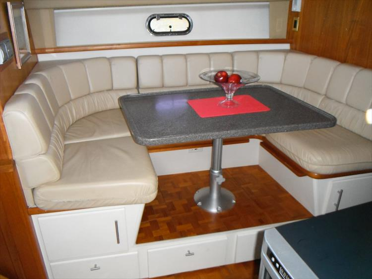 Photo 34 of 70 - 1997 Carver 445 Aft Cabin Motor Yacht for sale