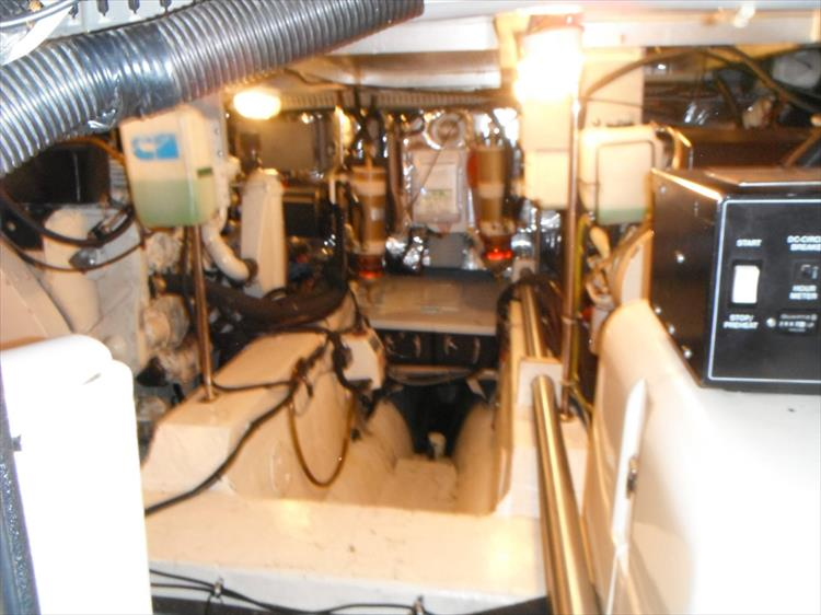 Photo 57 of 70 - 1997 Carver 445 Aft Cabin Motor Yacht for sale