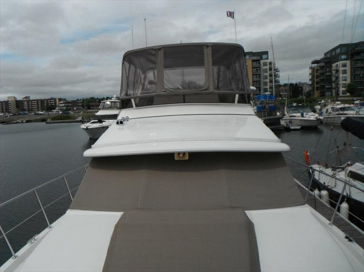 Photo 10 of 70 - 1997 Carver 445 Aft Cabin Motor Yacht for sale