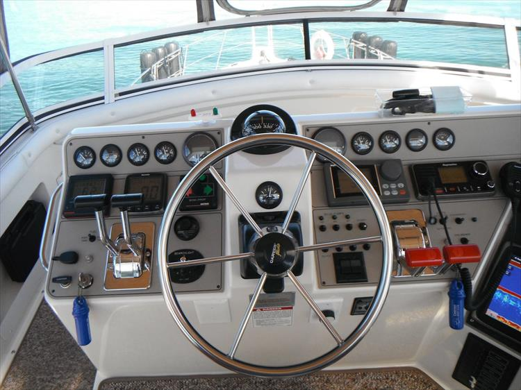 Photo 23 of 70 - 1997 Carver 445 Aft Cabin Motor Yacht for sale