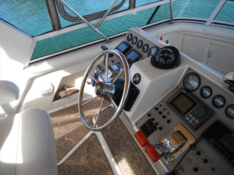 Photo 24 of 70 - 1997 Carver 445 Aft Cabin Motor Yacht for sale