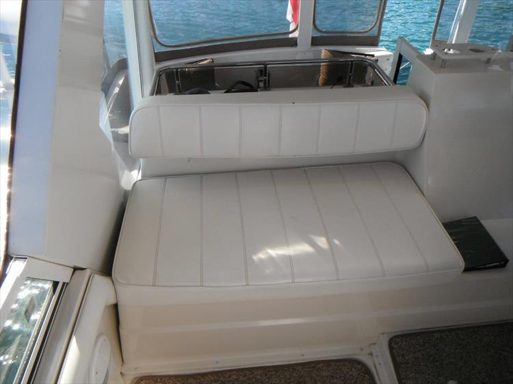 Photo 26 of 70 - 1997 Carver 445 Aft Cabin Motor Yacht for sale