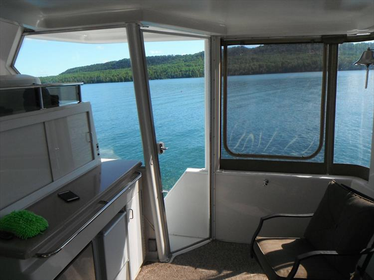 Photo 18 of 70 - 1997 Carver 445 Aft Cabin Motor Yacht for sale