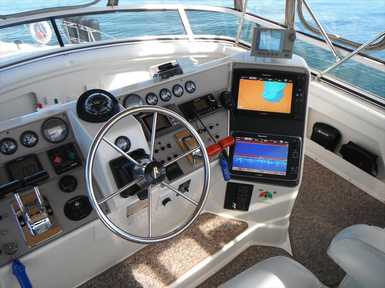 Photo 22 of 70 - 1997 Carver 445 Aft Cabin Motor Yacht for sale