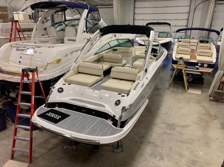 Photo 2 of 13 - 2019 Regal 2800 Bowrider for sale