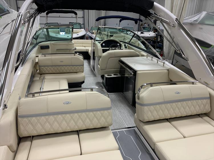 Photo 5 of 13 - 2019 Regal 2800 Bowrider for sale
