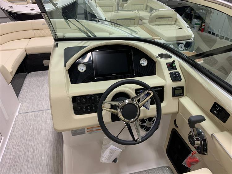 Photo 7 of 13 - 2019 Regal 2800 Bowrider for sale