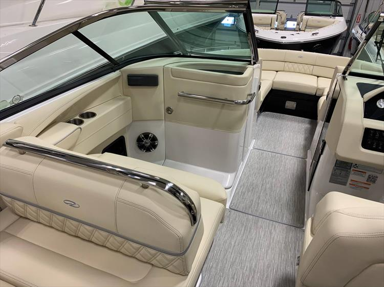 Photo 8 of 13 - 2019 Regal 2800 Bowrider for sale