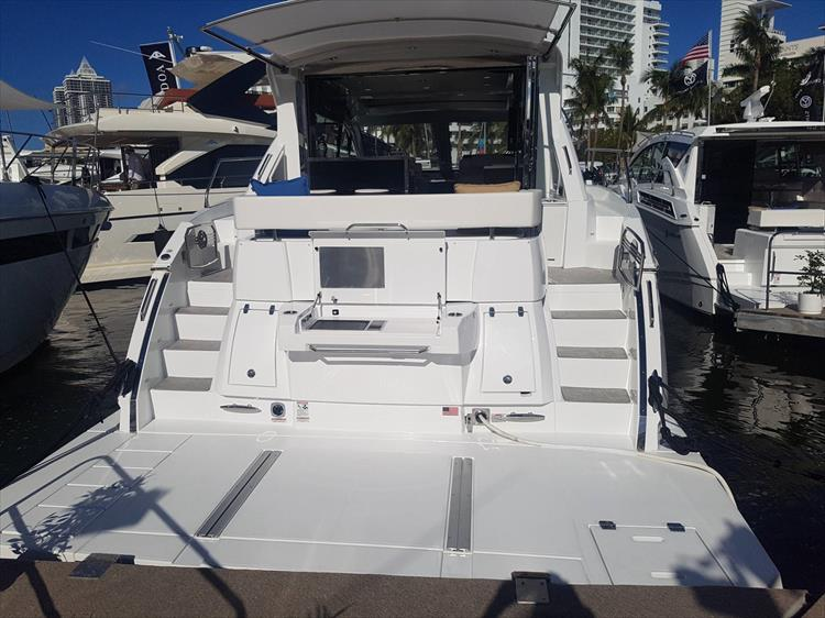 Photo 2 of 40 - 2021 Cruisers Yachts 50 Cantius for sale