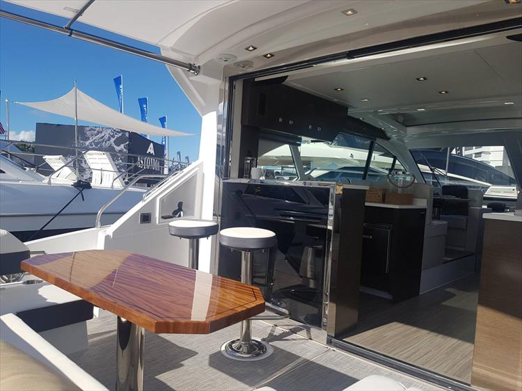 Photo 3 of 40 - 2021 Cruisers Yachts 50 Cantius for sale