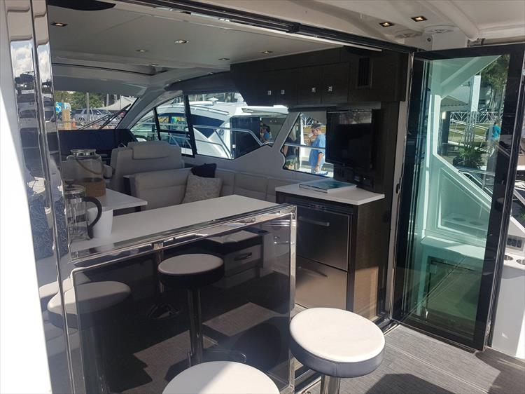 Photo 4 of 40 - 2021 Cruisers Yachts 50 Cantius for sale