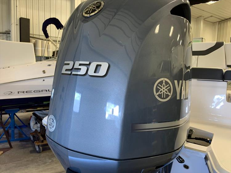Photo 8 of 46 - 2019 Regal 23 OBX for sale