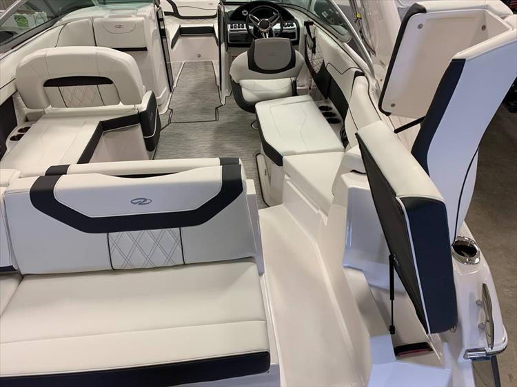 Photo 11 of 46 - 2019 Regal 23 OBX for sale