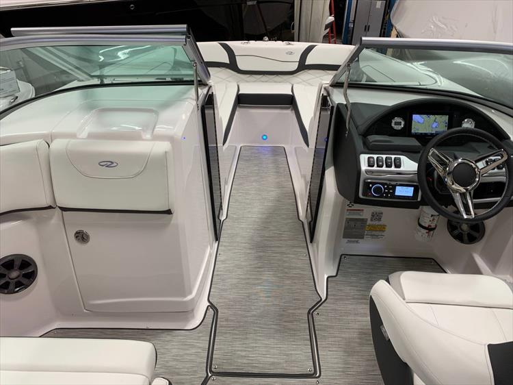Photo 24 of 46 - 2019 Regal 23 OBX for sale